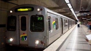 1200px-Tren_Urbano_Metro