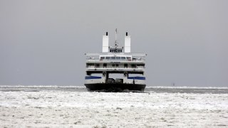 [UGCPHI-CJ-weather]Cape May Ferry plows through the ice