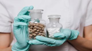 Proponen incentivo de $3,000 para farmacéuticos y técnicos de farmacia