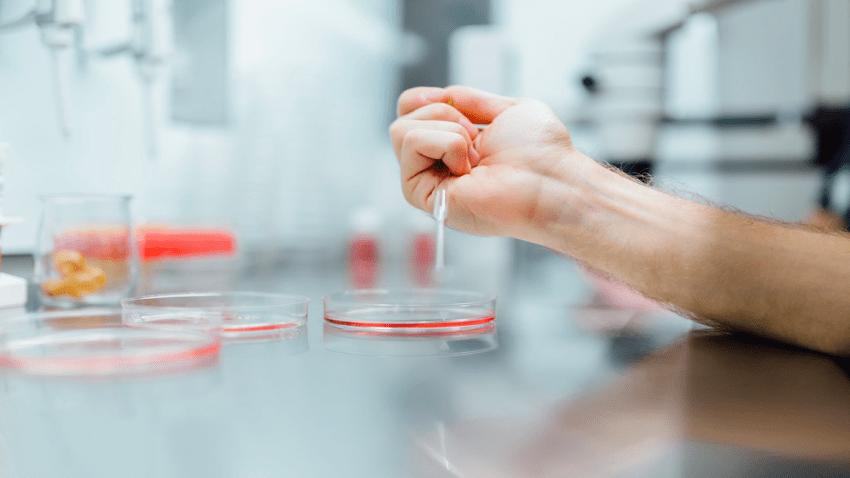 Contemplan laboratorio de Salud opere 24/7 para agilizar pruebas del COVID-19