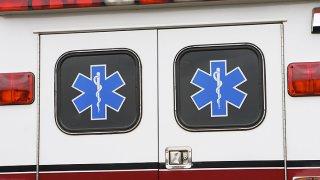 Policía, ambulancia, enfermos, emergencia
