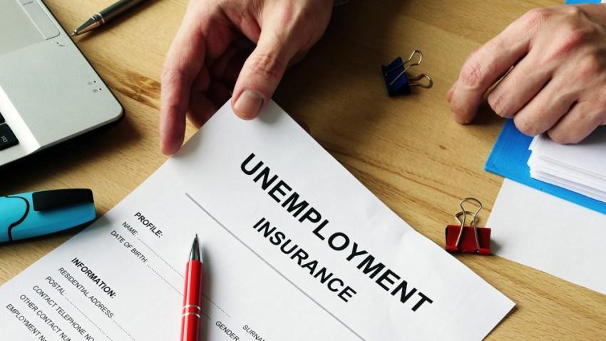 Foto muestra un formulario que simula una petición de subsidio por desempleo