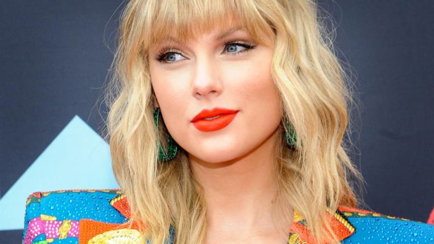 Taylor-Swift-EFE1