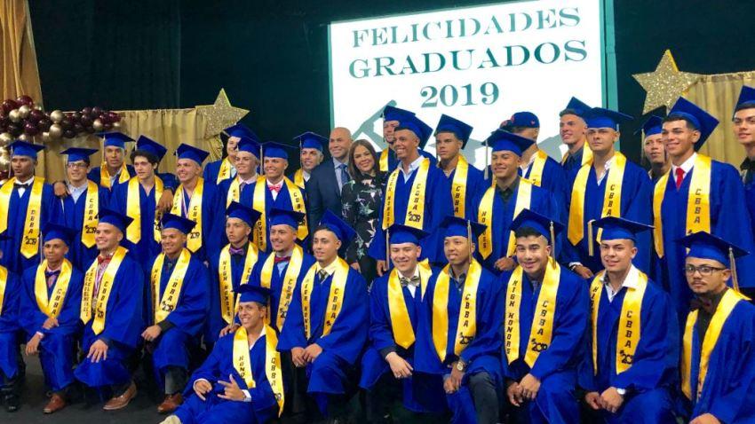 Celebran La Septima Graduacion De La Beltran Baseball