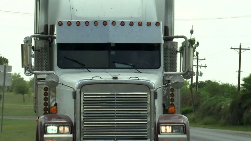camion liberado por agentes federales inmigrantes