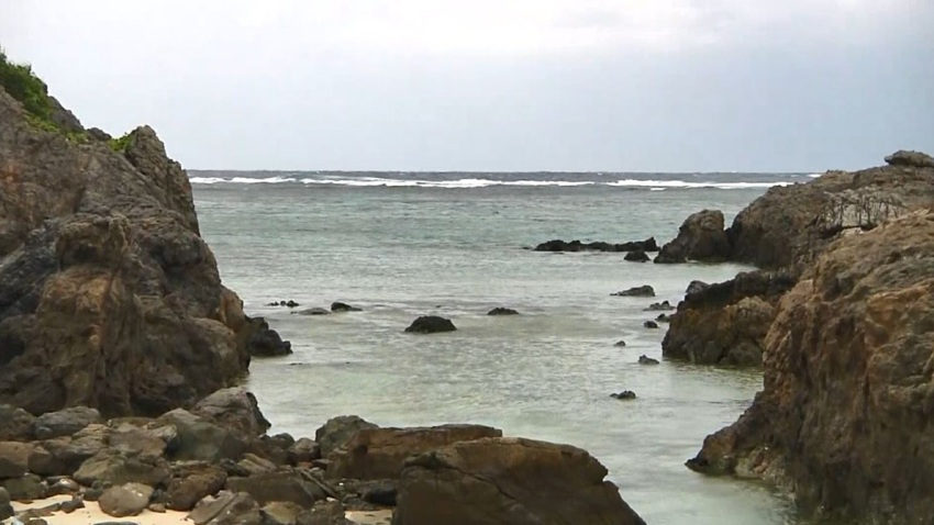 pie-hallado-playa-007