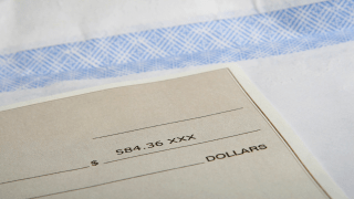Imagen básica de cheque, dinero, fraude