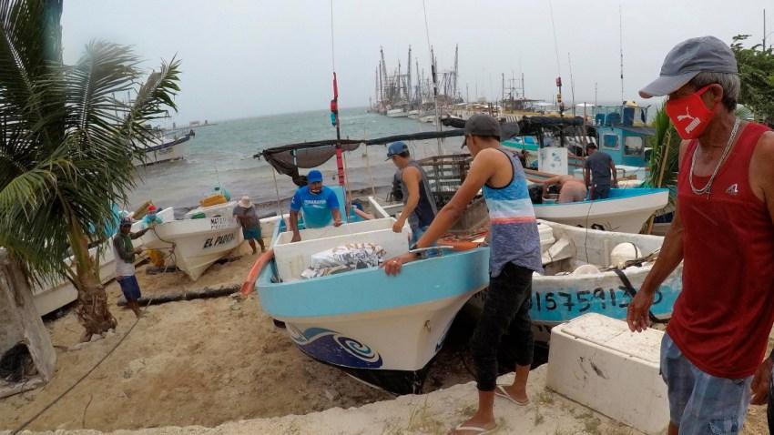 Pescadores en Quintana Roo aseguran sus embarcaciones