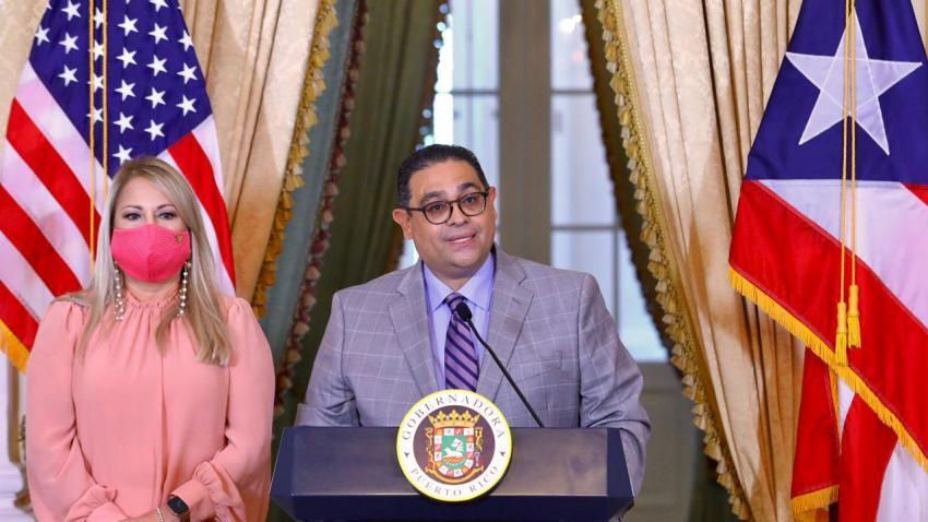 Wanda Vázquez junto a Osvaldo Soto.