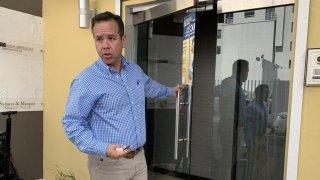 El alcalde de San Juan, Miguel Romero, se querella por intimidación por redes sociales.