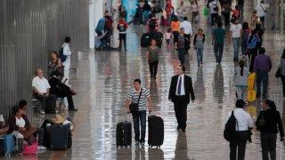 Pasajeros en el aeropuerto de Ciudad de México