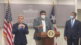 El secretario de Salud de Puerto Rico, Carlos Mellado, en conferencia de prensa, junto al gobernador, Pedro Pierluisi.