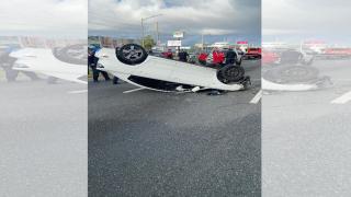A las 9am | Remueven el carro volcado frente al aeropuerto Luis Muñoz Marín, Carolina.