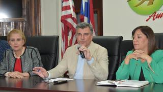 Carmen Maldonado (derecha) es alcaldesa de Morovis.