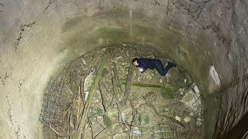 Foto de una mujer que cayó a un pozo.