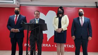 El presidente del Partido Popular Democrático (PPD), José Luis Dalmau al centro
