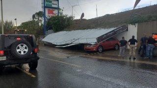 "Colapsa techo de ""car wash"" en Yauco"