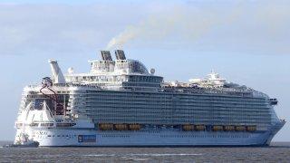 Royal Caribbean dice que avanza el diálogo para reactivar los cruceros en EEUU