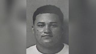 Joel O. Cruz Candelaria fue acusado por violencia doméstica, por Maltrato agravado y Ley 246