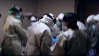 foto de medicos en una sala de operacion