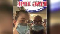 En Texas: denuncian que fueron expulsados de restaurante por usar mascarilla