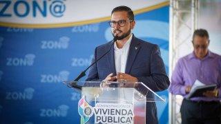 El administrador de Vivienda Pública, Alejandro Salgado Colón