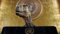 En video: dinosaurio toma la ONU y exige a los humanos que no se extingan