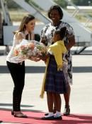 La primera dama de Haití da la bienvenida al país a la reina L