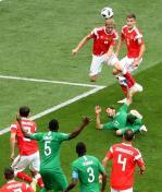TLMD-rusia-arabia-saudita-primer-gol-mundial-2018-Yuri-Gazinski-EFE-636645947807945944w