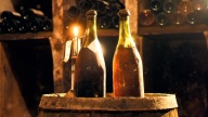 Subastan botellas de vino blanco de 244 años