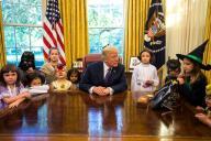 TLMD-Trump-halloween-casa-blanca-hijos-periodistas-y-funcionarios-EFE-oct-27-2017-636447390342533811w