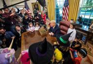 TLMD-Trump-halloween-casa-blanca-hijos-periodistas-y-funcionarios-EFE-oct-27-2017-636447388815917811w