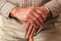 Cuida a los adultos mayores.