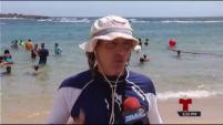 """Niños y adolescentes participaron en la clase de natación más grande del mundo, organizada por la organización """"Scuba Dogs""""."""