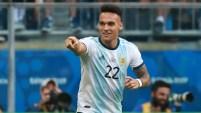 El jugador argentino sacó el derechazo que terminó en el arco de Qatar, poniendo el 1-0 parcial.