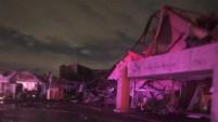 Las autoridades confirmaron que un tornado tocó tierra este domingo y avanzó por calles y vecindarios del norte de Dallas y hasta los límites de Richardson y...