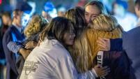 Dos estudiantes murieron esta semana en un tiroteo escolar en Santa Clarita, California. El presunto tirador, un estudiante de 16 años, murió...