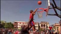 El exbaloncelista de la NBA viajó a La Habana, Cuba y compartió con niños y jóvenes.