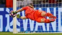 Canadá tuvo la posibilidad de empatar el partido después de que el VAR intercediese, pero Hedvig Lindahl se vistIó de heroína y...