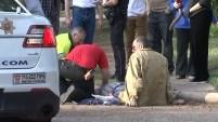 Un hombre de 59 años fue atacado por dos perros en su vecindario mientras salía a caminar.