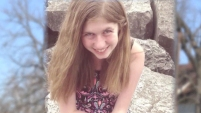 """La niña de 13 años encabeza la lista """"Top"""" de las personas secuestradas y desparecidas en la página web del FBI tras el hallazgo de sus padres asesinados. Te..."""