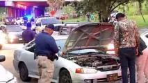 Policías intervienen con fiebrús antes de la caravana