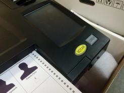 Máquinas de escrutinio electrónico leen papeletas falsas