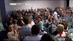 Conato de motín detiene asamblea de delegados demócratas