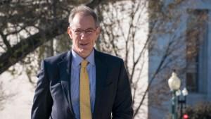 Juicio político: desacata orden y declara ante el Congreso