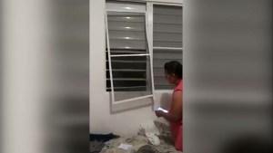 Video: Momento en que sujeto rompe ventana de residencia y agrede a su expareja