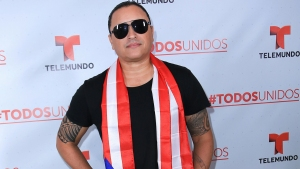 Elvis Crespo regaña a sus vecinos por excrementos