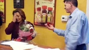 Sorpresa cumpleañera termina en propuesta matrimonial