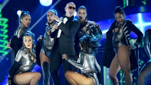 Pitbull abre los Latin American Music Awards