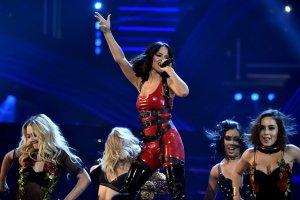 Las poderosas mujeres que presentarán los Latin American Music Awards